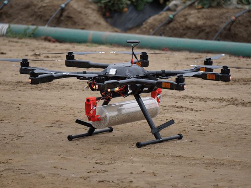 Billede af drone med beholder under