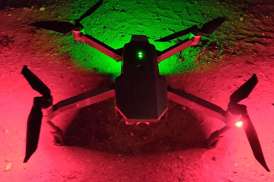 Mavic pro om natten med lys på